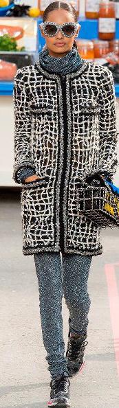 grayl-joggers-pants-grayl-sweater-turtleneck-black-jacket-coat-tweed-runway-black-shoe-sneakers-wear-style-fashion-fall-winter-chanel-sun-bun-brun-lunch.jpg