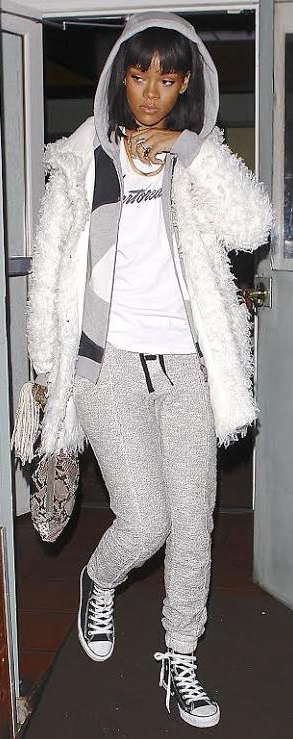 grayl-joggers-pants-white-tee-grayl-cardigan-hoodie-white-jacket-coat-fuzz-fur-black-shoe-sneakers-rihanna-wear-style-fashion-fall-winter-brun-weekend.jpg