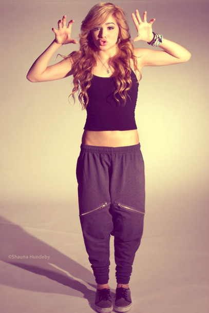 grayd-joggers-pants-black-top-tank-black-shoe-sneakers-braceletd-wear-style-fashion-spring-summer-hairr-dance-outfit-weekend.jpg