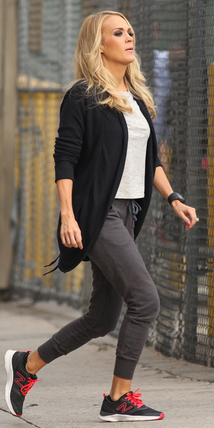 grayd-joggers-pants-white-tee-black-cardiganl-black-shoe-sneakers-wear-style-fashion-spring-summer-blonde-watch-carrieunderwood-weekend.jpg