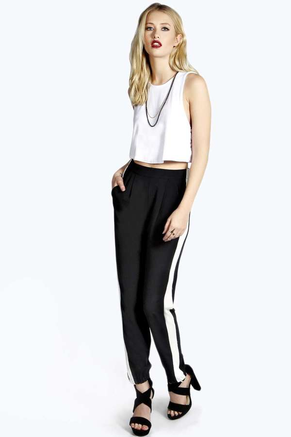 black-joggers-pants-white-top-crop-wear-style-fashion-spring-summer-black-shoe-sandalh-necklace-blonde-nightout-dinner.jpg