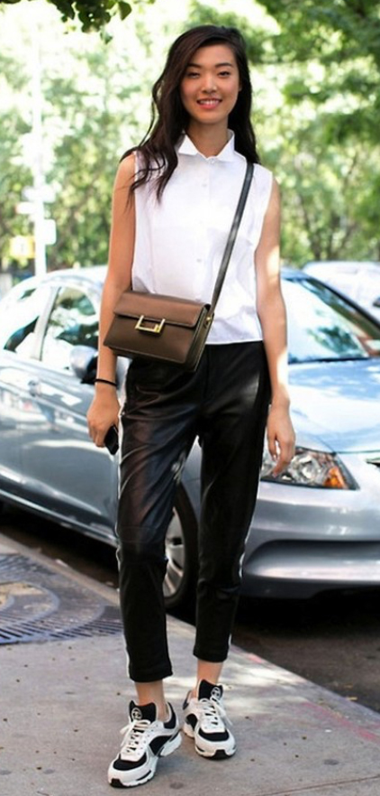 black-joggers-pants-white-top-blouse-white-shoe-sneakers-black-bag-crossbody-wear-style-fashion-spring-summer-brun-trackpants-weekend.jpg