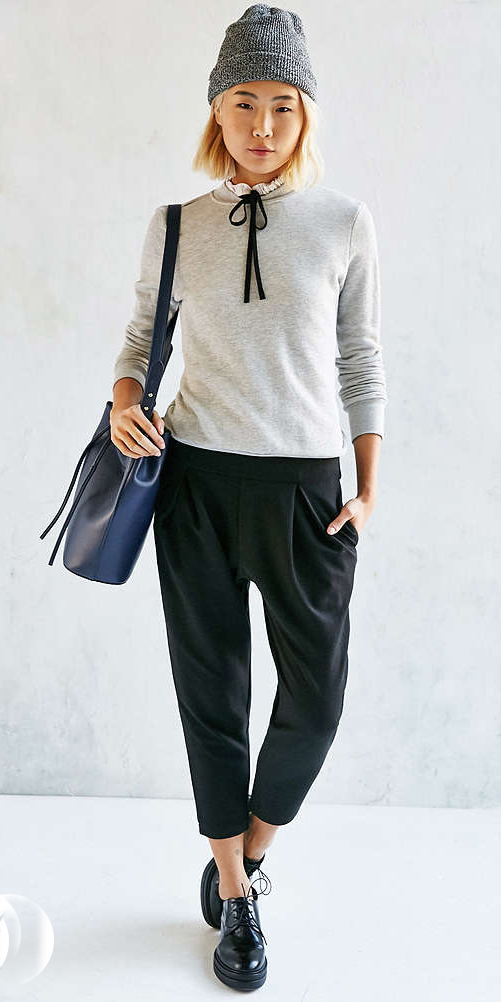 black-joggers-pants-grayl-sweater-black-shoe-brogues-blue-bag-urbanoutfitters-wear-style-fashion-fall-winter-beanie-blonde-weekend.jpg