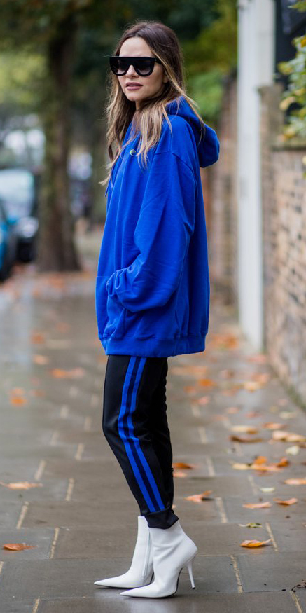 black-joggers-pants-trackpants-white-shoe-booties-cobalt-blue-sweater-sweatshirt-oversized-hoodie-sun-blonde-fall-winter-lunch.jpg