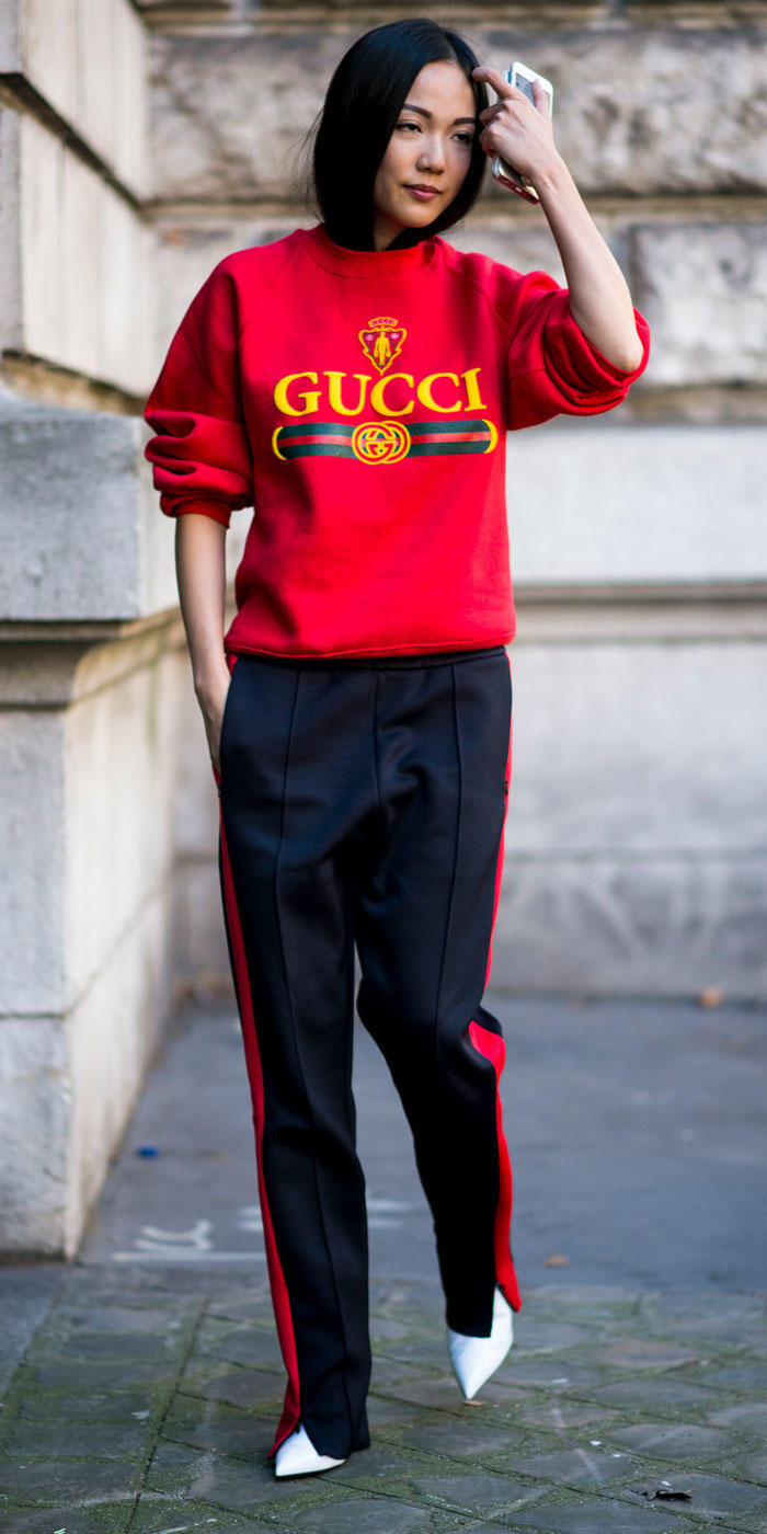 red-sweater-sweatshirt-graphic-brun-trackpants-black-joggers-pants-howtowear-fashion-fall-winter-lunch.jpg