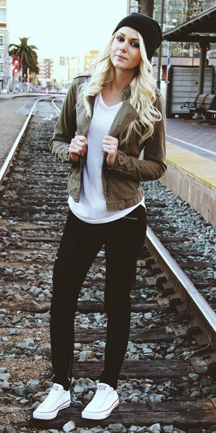 black-joggers-pants-white-tee-white-shoe-sneakers-howtowear-fashion-style-outfit-fall-winter-brown-jacket-blonde-beanie-weekend.jpg