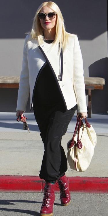 black-joggers-pants-white-bag-red-shoe-booties-white-jacket-moto-sun-blonde-gwenstefani-fall-winter-lunch.jpg