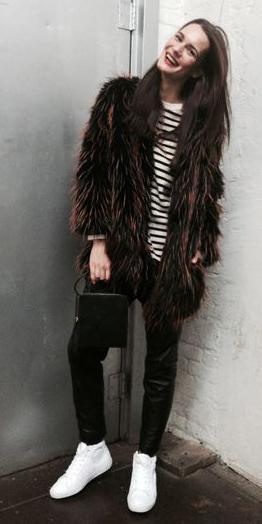 brown-jacket-coat-fur-white-shoe-sneakers-brun-black-joggers-pants-fall-winter-weekend.jpg