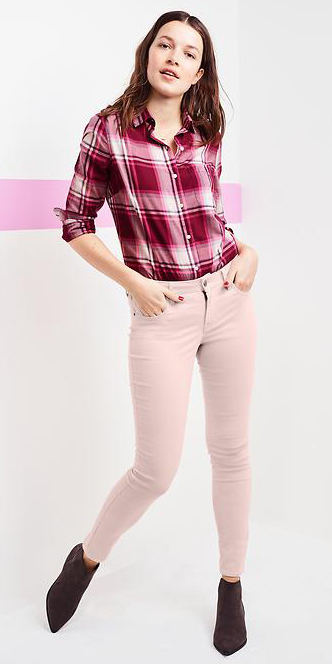 r-pink-light-skinny-jeans-r-burgundy-plaid-shirt-wear-outfit-fashion-fall-winter-black-shoe-booties-pastel-brun-lunch.jpg