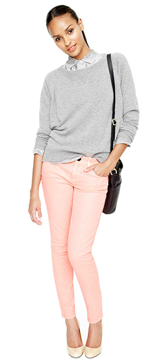 r-pink-light-skinny-jeans-blue-light-collared-shirt-stripe-grayl-sweater-pony-black-bag-white-shoe-pumps-howtowear-fashion-style-outfit-brun-spring-summer-work.jpg