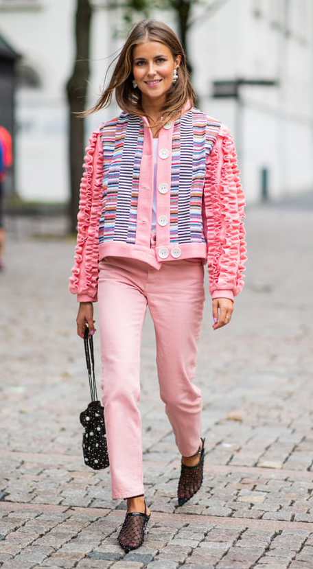 pink-light-skinny-jeans-pink-light-cardigan-blonde-earrings-black-bag-trend-embellished-black-shoe-pumps-sheer-fall-winter-dinner.jpg