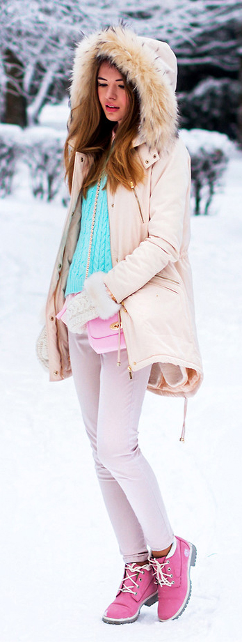 pink-light-skinny-jeans-blue-light-sweater-peach-jacket-coat-parka-gloves-pink-bag-magenta-shoe-booties-snow-tatianavasilieva-howtowear-fall-winter-hairr-lunch.jpg