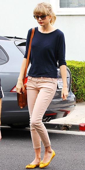 o-peach-skinny-jeans-blue-navy-tee-cognac-bag-pony-sun-howtowear-style-fashion-spring-summer-yellow-shoe-flats-taylorswift-street-blonde-lunch.jpg