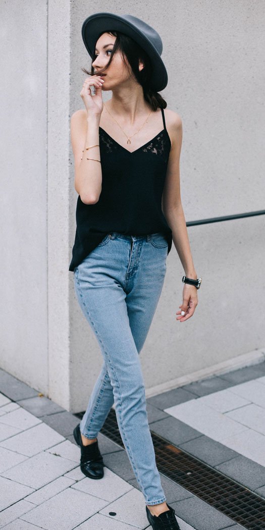 blue-light-skinny-jeans-hat-black-shoe-brogues-black-cami-spring-summer-brun-weekend.jpg