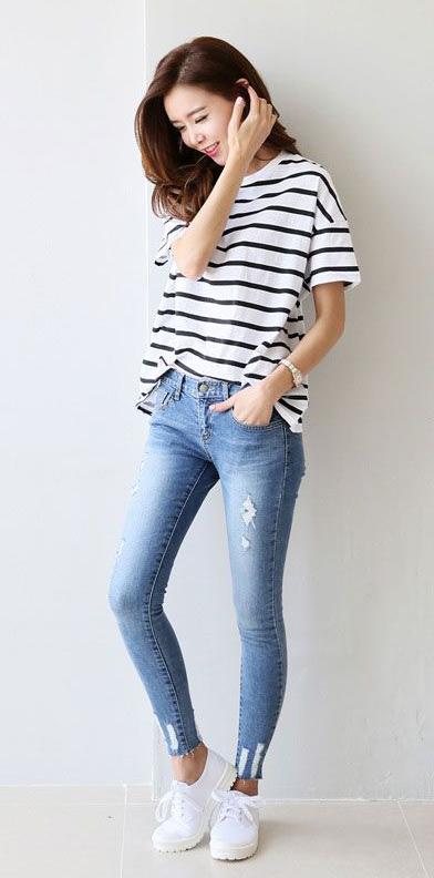 blue-light-skinny-jeans-black-tee-stripe-white-shoe-sneakers-howtowear-fashion-style-outfit-spring-summer-brun-weekend.jpg