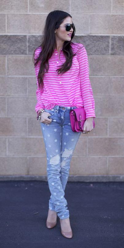 blue-light-skinny-jeans-pink-magenta-top-blouse-stripe-pink-bag-brun-sun-tan-shoe-pumps-fall-winter-lunch.jpg