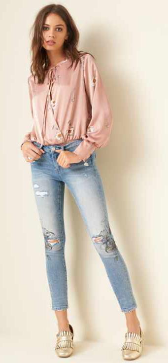 blue-light-skinny-jeans-pink-light-top-peasant-tan-shoe-pumps-gold-howtowear-fall-winter-hairr-lunch.jpg
