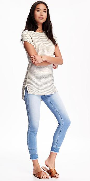 blue-light-skinny-jeans-white-sweater-howtowear-style-fashion-spring-summer-cognac-shoe-sandals-slides-brun-weekend.jpg