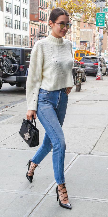 blue-light-skinny-jeans-white-sweater-crop-black-shoe-pumps-black-bag-hand-sun-bella-hadid-wear-fashion-style-spring-summer-celebrity-brunette-dinner.jpg