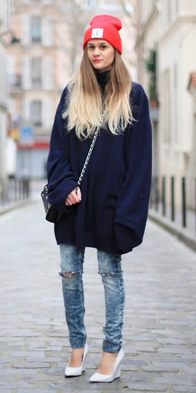 blue-light-skinny-jeans-blonde-beanie-blue-navy-sweater-white-shoe-pumps-fall-winter-lunch.jpg