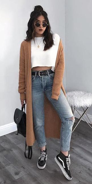 blue-light-skinny-jeans-belt-black-shoe-sneakers-white-tee-brun-sun-black-bag-camel-cardiganl-fall-winter-weekend.jpg