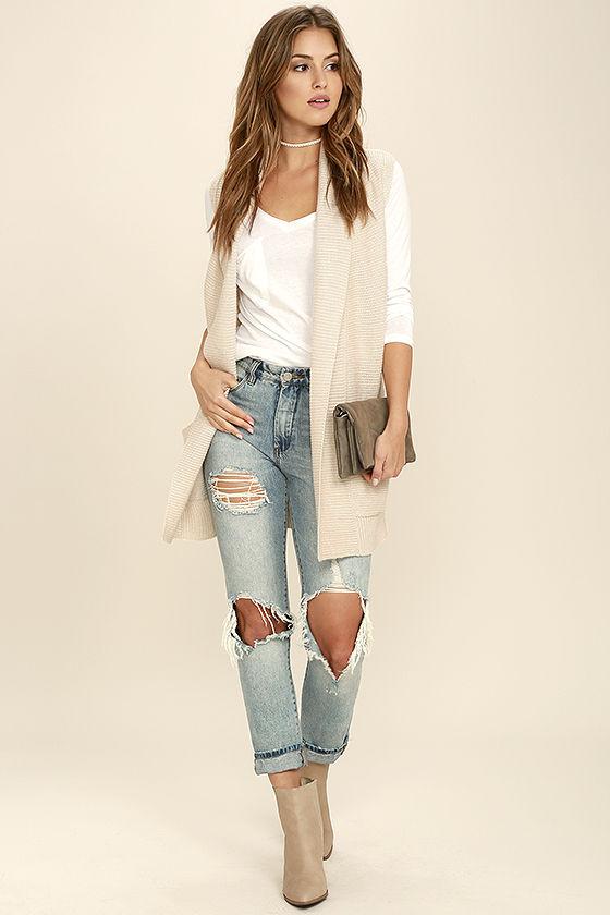 blue-light-skinny-jeans-white-tee-choker-hairr-tan-shoe-booties-tan-vest-knit-fall-winter-lunch.jpg