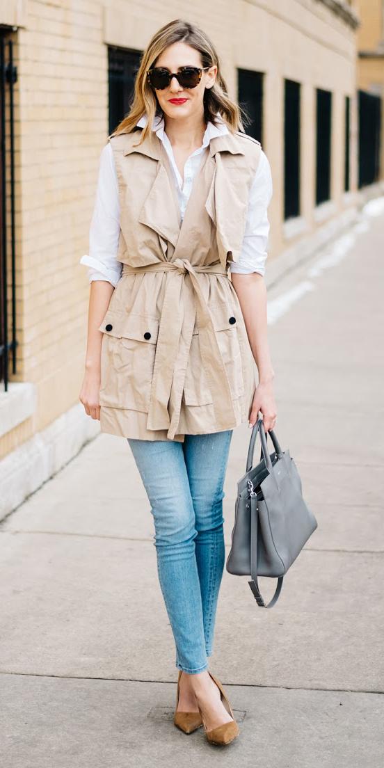 blue-light-skinny-jeans-white-collared-shirt-tan-vest-utility-gray-bag-sun-blonde-tan-shoe-pumps-spring-summer-lunch.jpg