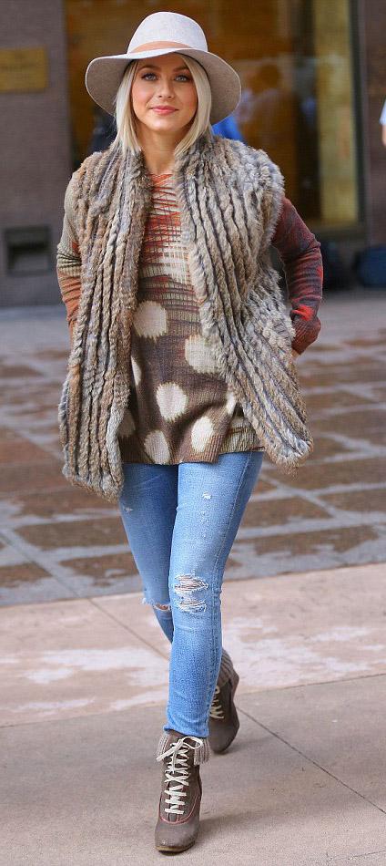 blue-light-skinny-jeans-orange-sweater-tan-vest-fur-fuzz-tan-shoe-booties-hat-print-juliannehough-blonde-fall-winter-lunch.JPG