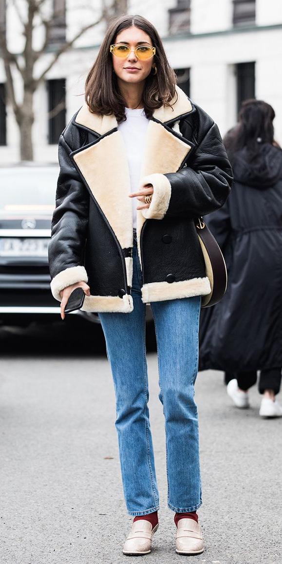 how-to-style-blue-light-skinny-jeans-black-jacket-coat-shearling-brun-lob-sun-white-shoe-pumps-socks-fall-winter-fashion-weekend.jpg
