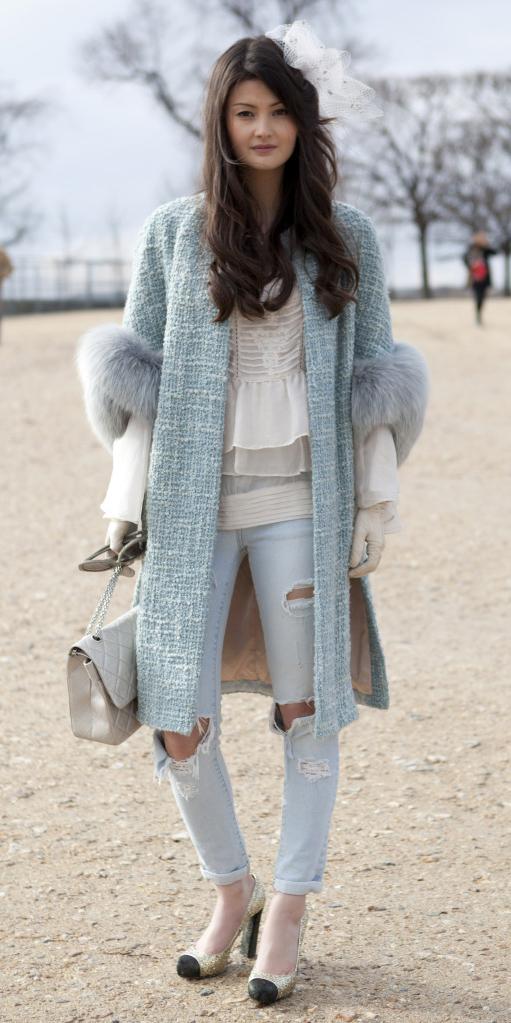 blue-light-skinny-jeans-white-top-blouse-blue-light-jacket-coat-tan-shoe-pumps-white-bag-destroyed-howtowear-style-fashion-fall-winter-paris-pastel-tweed-brun-lunch.jpg