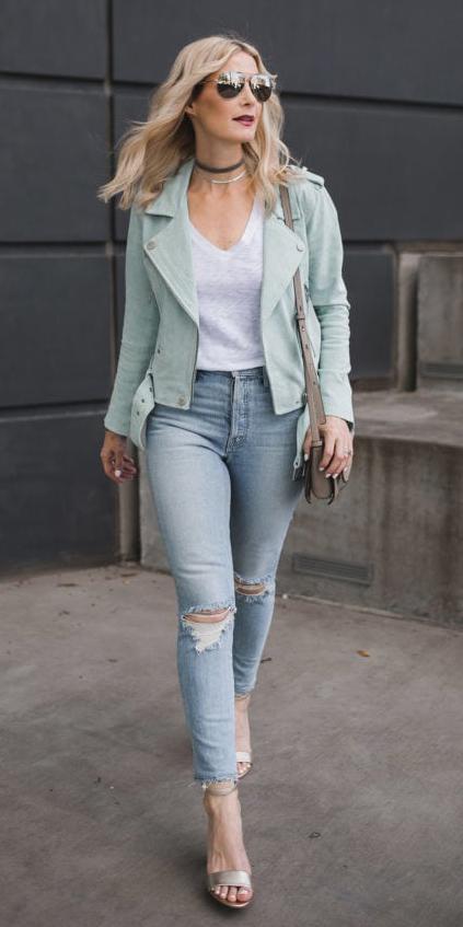 how-to-style-blue-light-skinny-jeans-white-tee-green-light-jacket-moto-blonde-choker-necklace-sun-tan-shoe-sandalh-tan-bag-pastel-spring-summer-fashion-lunch.jpg