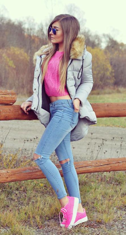 blue-light-skinny-jeans-pink-show-sneakers-blonde-sun-pink-sweater-grayl-jacket-coat-parka-fall-winter-outfit-weekend.jpg