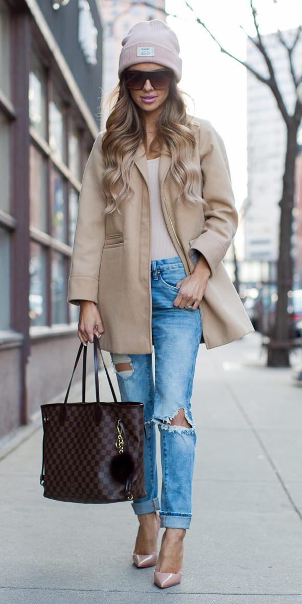 blue-light-skinny-jeans-tan-jacket-coat-beanie-sun-blonde-brown-bag-tote-tan-shoe-pumps-fall-winter-lunch.jpg