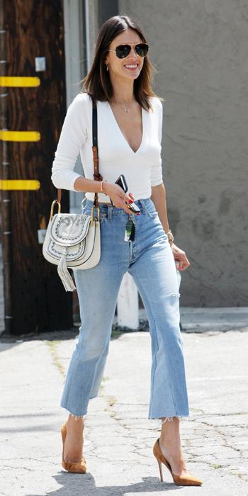 blue-light-crop-jeans-white-top-cognac-shoe-pumps-white-bag-sun-model-alessandra-ambrosio-wear-fashion-style-spring-summer-brunette-lunch.jpg