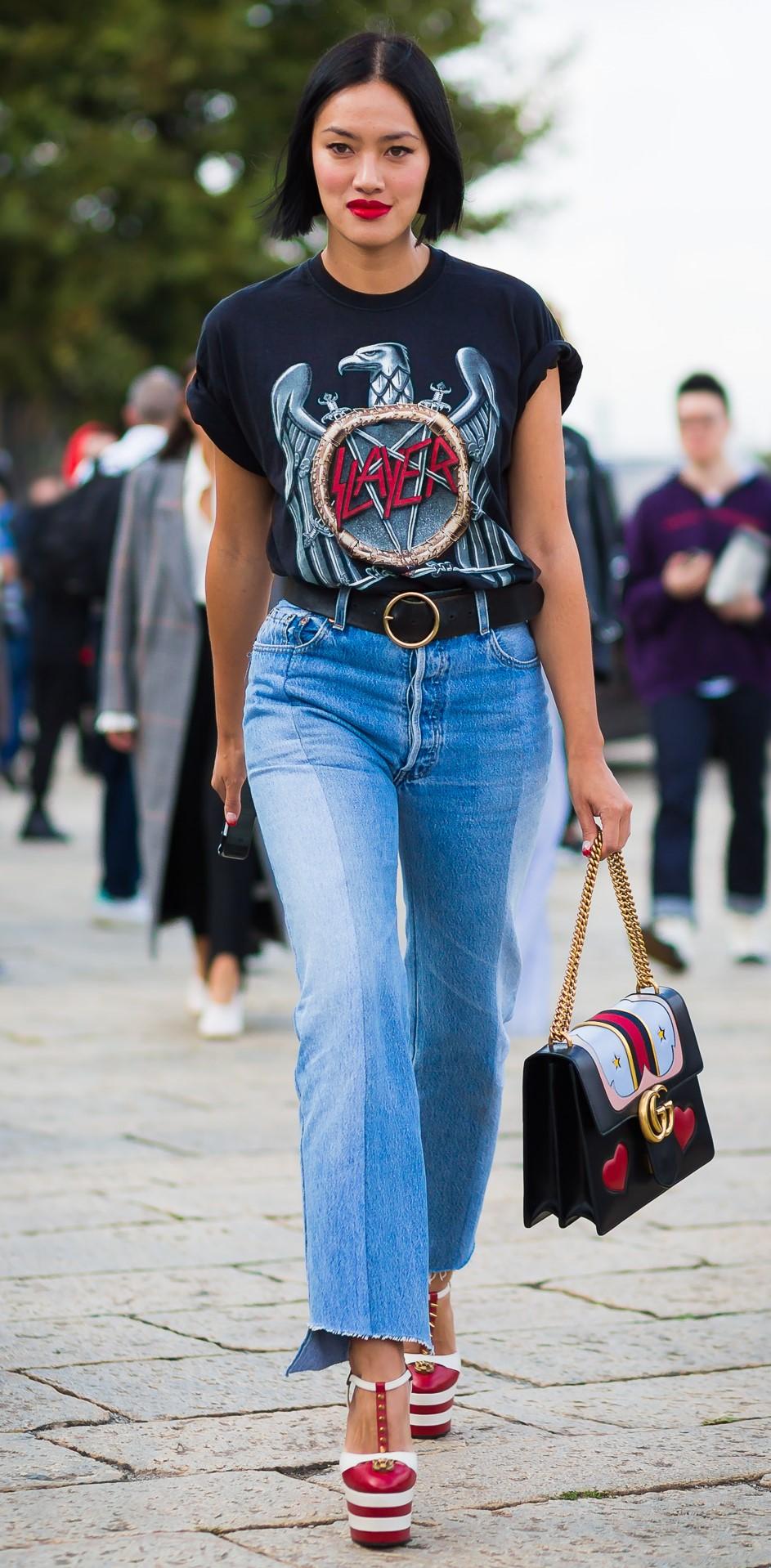blue-light-crop-jeans-black-graphic-tee-belt-brun-bob-black-bag-red-shoe-pumps-fall-winter-lunch.jpg