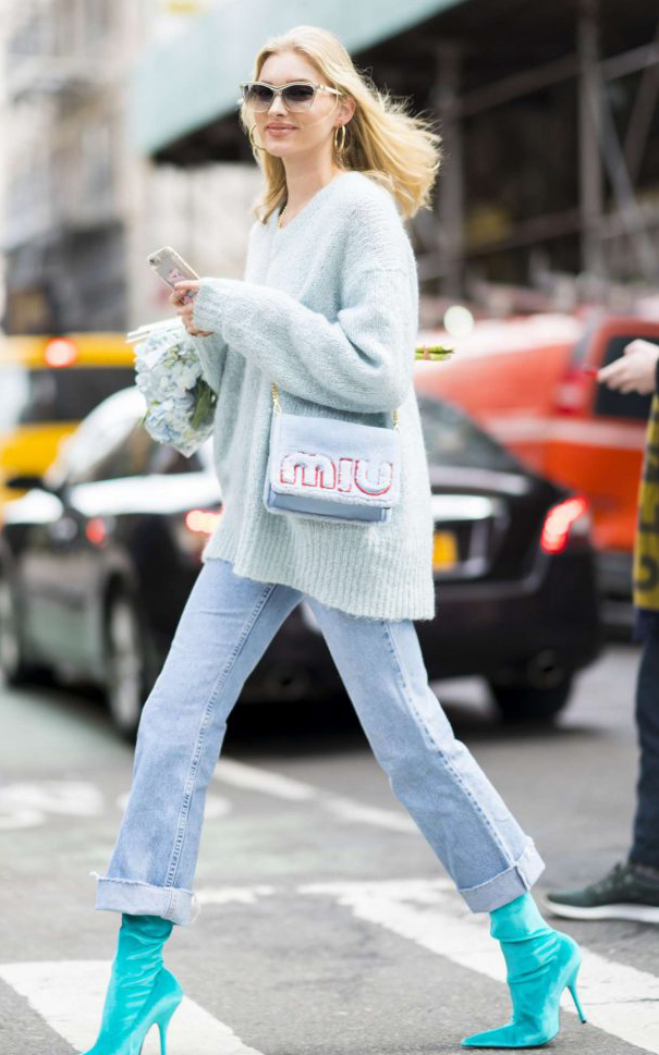 blue-light-crop-jeans-blue-light-sweater-blonde-sun-blue-bag-blue-shoe-booties-sun-hoops-mono-elsahosk-fall-winter-lunch.jpg