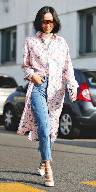 blue-light-crop-jeans-white-tee-turtleneck-pink-light-jacket-coat-floral-print-brun-white-shoe-pumps-fall-winter-lunch.jpg