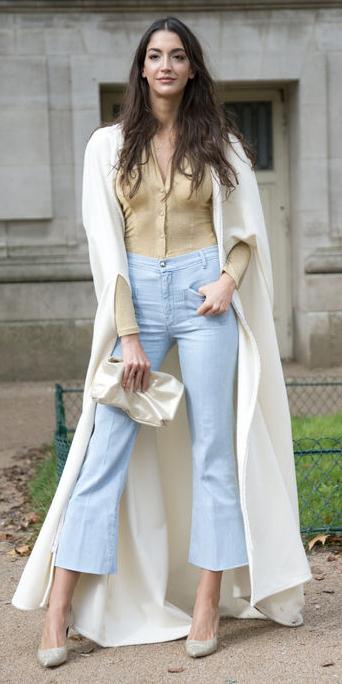 blue-light-crop-jeans-tan-top-blouse-white-jacket-coat-white-bag-clutch-tan-shoe-pumps-wear-fashion-style-spring-summer-dinner.jpg