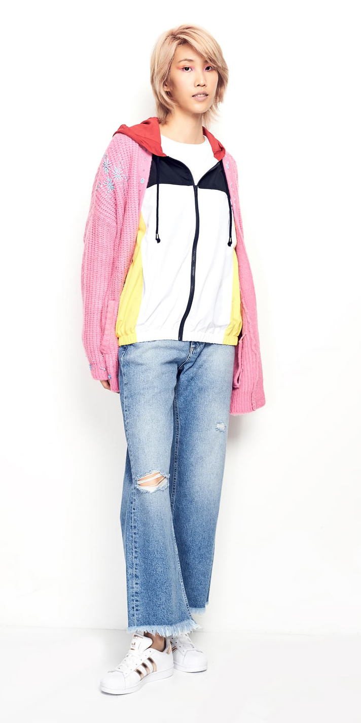 blue-light-crop-jeans-pink-light-cardiganl-blonde-white-shoe-sneakers-fall-winter-weekend.jpg