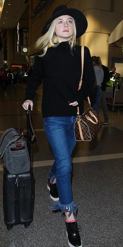 blue-med-crop-jeans-black-sweater-turtleneck-black-shoe-brogues-platform-ellefanning-hat-socks-brown-bag-travel-howtowear-fashion-style-fall-winter-blonde-weekend.jpg