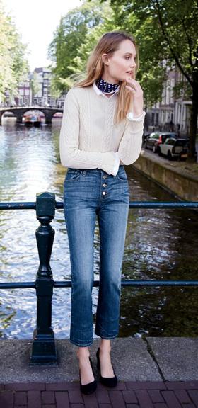 blue-med-crop-jeans-white-sweater-cableknit-black-shoe-pumps-black-scarf-neck-wear-fashion-style-spring-summer-jcrew-blonde-lunch.jpg