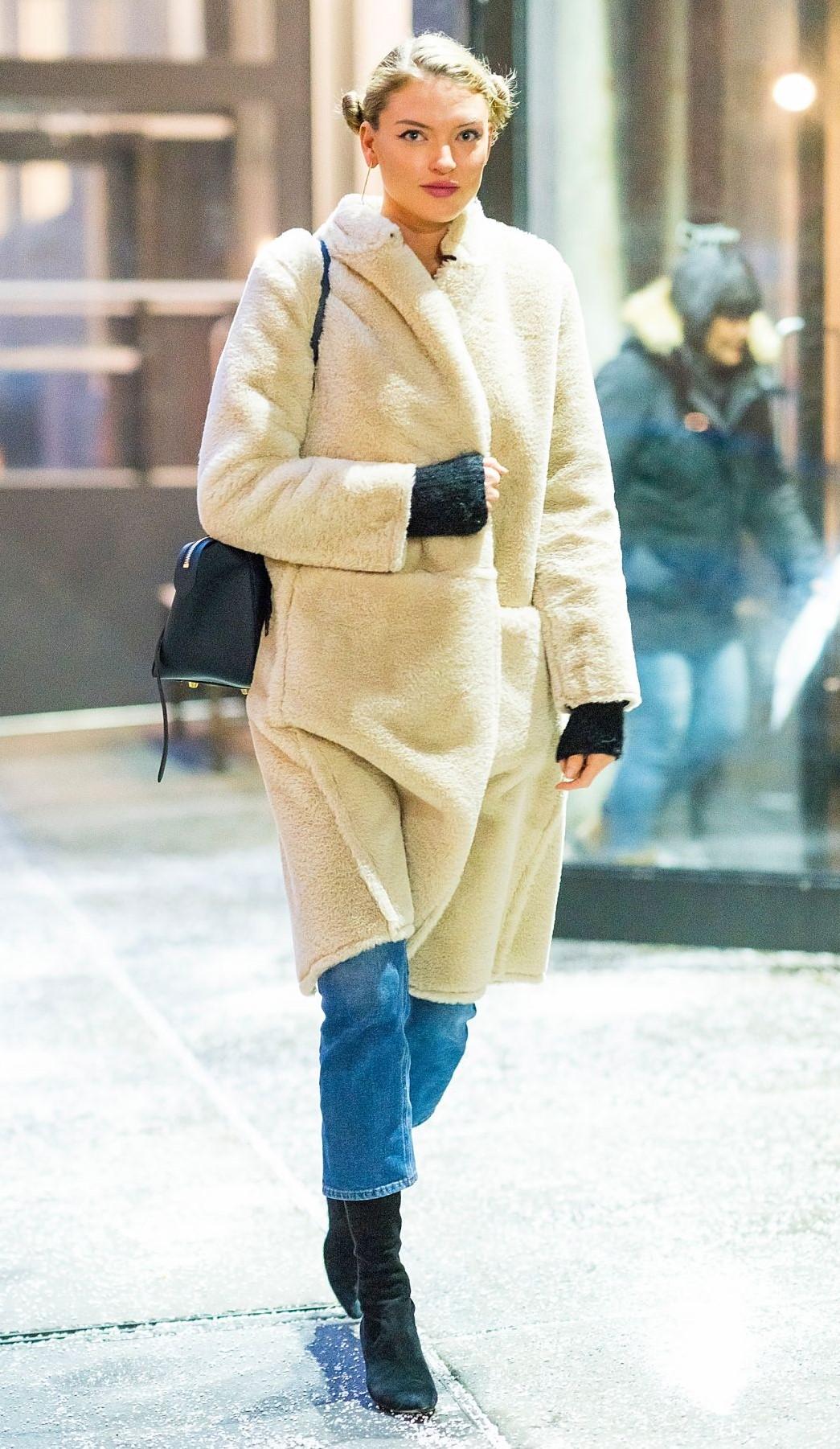 blue-med-crop-jeans-white-jacket-coat-blonde-buns-black-bag-black-shoe-booties-fall-winter-snow-weekend.jpg