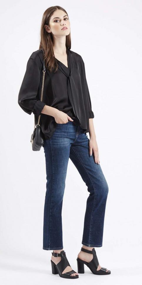 blue-navy-crop-jeans-black-top-blouse-black-shoe-sandalh-black-bag-wear-fashion-style-fall-winter-sandals-brun-dinner.jpg