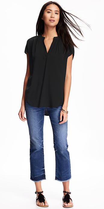 blue-navy-crop-jeans-black-top-blouse-black-shoe-sandals-bracelet-wear-fashion-style-spring-summer-brun-weekend.jpg