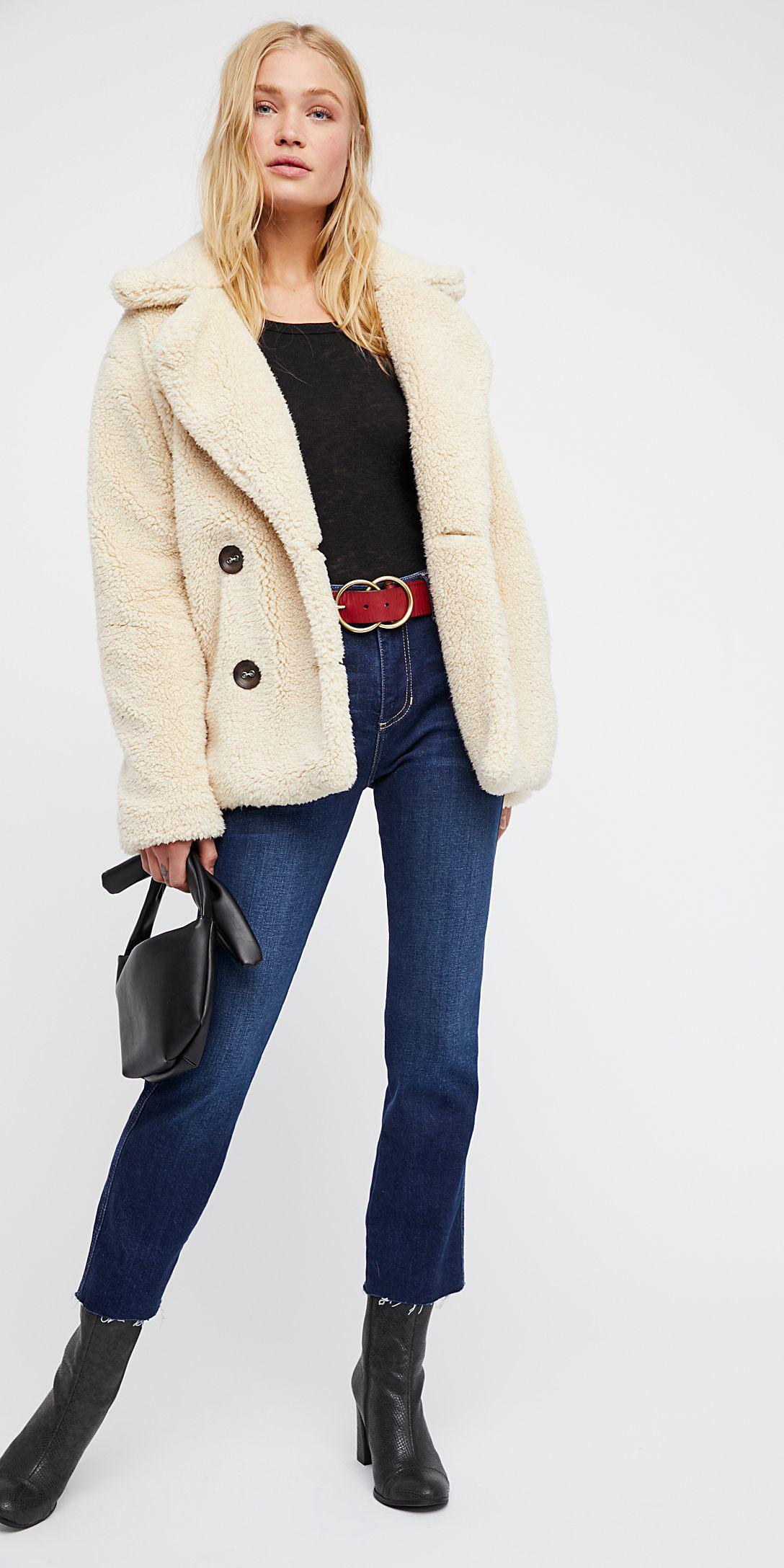blue-navy-crop-jeans-belt-black-tee-black-shoe-booties-blonde-fur-white-jacket-coat-peacoat-fall-winter-lunch.jpg