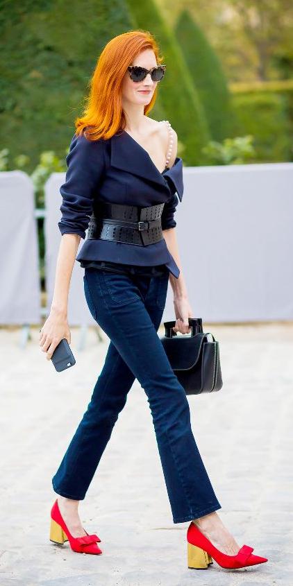 blue-navy-crop-jeans-blue-navy-jacket-belt-sun-hairr-black-bag-red-shoe-pumps-blockheel-fall-winter-dinner.jpg