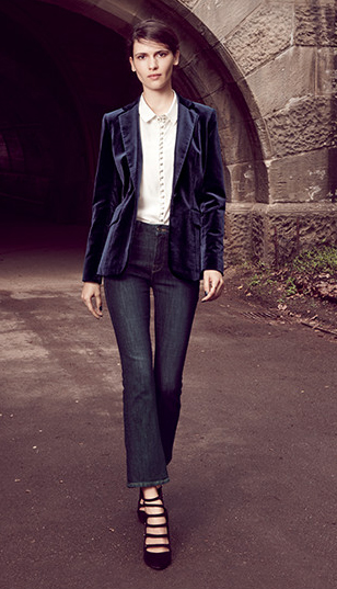 blue-navy-crop-jeans-white-blouse-blue-navy-jacket-blazer-black-shoe-pumps-bun-wear-fashion-style-fall-winter-velvet-brun-work.jpeg