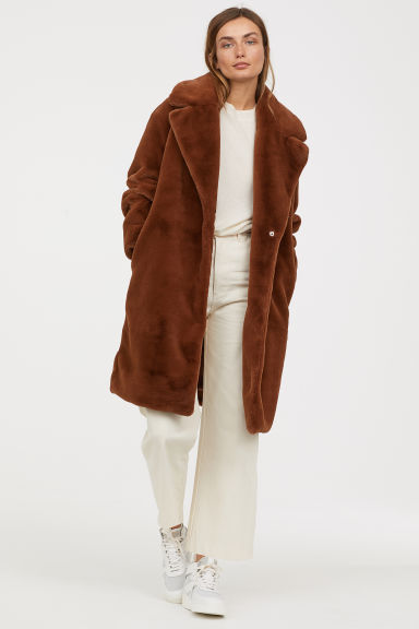 how-to-style-white-crop-jeans-white-tee-camel-jacket-coat-fuzzy-blonde-white-shoe-sneakers-fall-winter-fashion-weekend.jpg