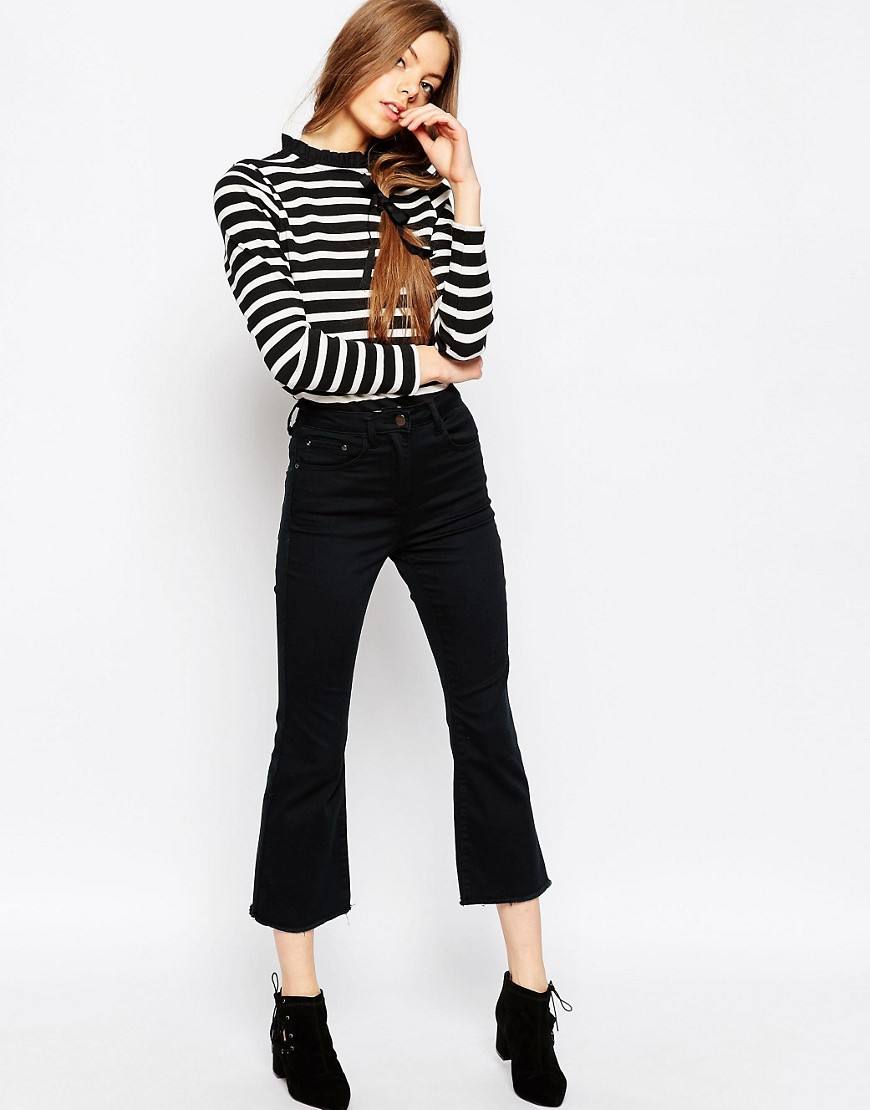 black-crop-jeans-flare-black-top-stripe-black-shoe-booties-hairr-fall-winter-lunch.jpg