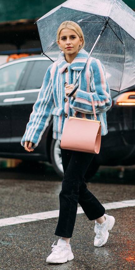 blue-light-jacket-coat-blonde-pony-pink-bag-stripe-black-crop-jeans-socks-white-shoe-sneakers-fall-winter-lunch.jpg